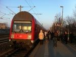 Zwischen sechs und acht Uhr stellte die Bahn wegen des Streiks der Lokführer den Regionalverkehr nach Nauen ein. Ein Zug nach Nauen blieb im Bahnhof Brieselang ...