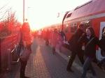 ... stehen. Kurz vor 8 Uhr wurden die Fahrgäste informiert, dass in Richtung Berlin der Fahrbetrieb wieder aufgenommen wird.